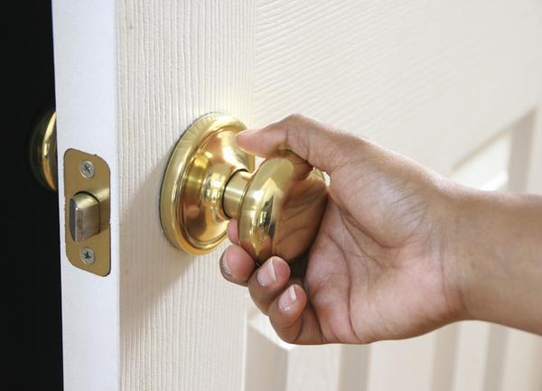 wheelchair accessible doorknobs